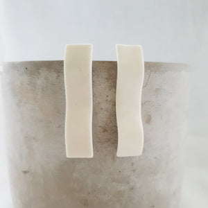 salt white matte | long curved column | studs