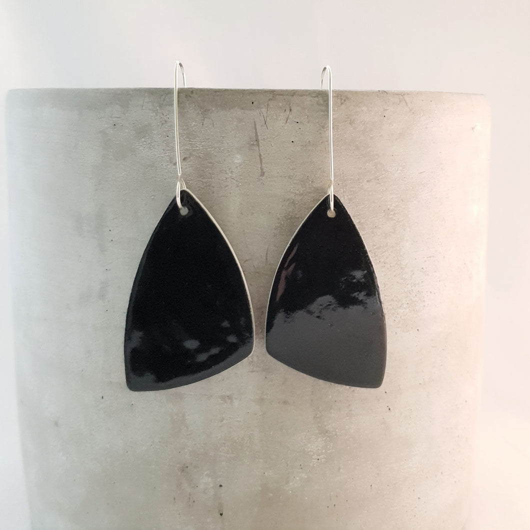 jet black | asymmetrical triangle | large