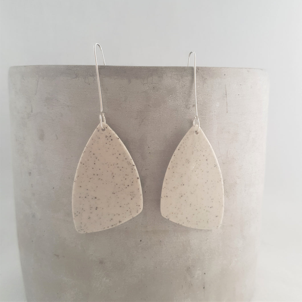 speckled clay | asymmetrical triangle | large