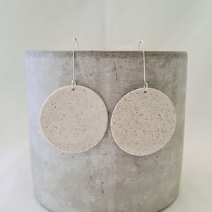 speckled clay | salt white glaze | large circle disc