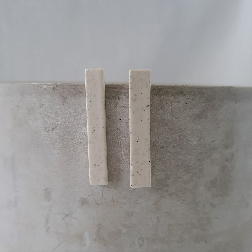 speckled clay | salt white glaze | medium thin column | studs