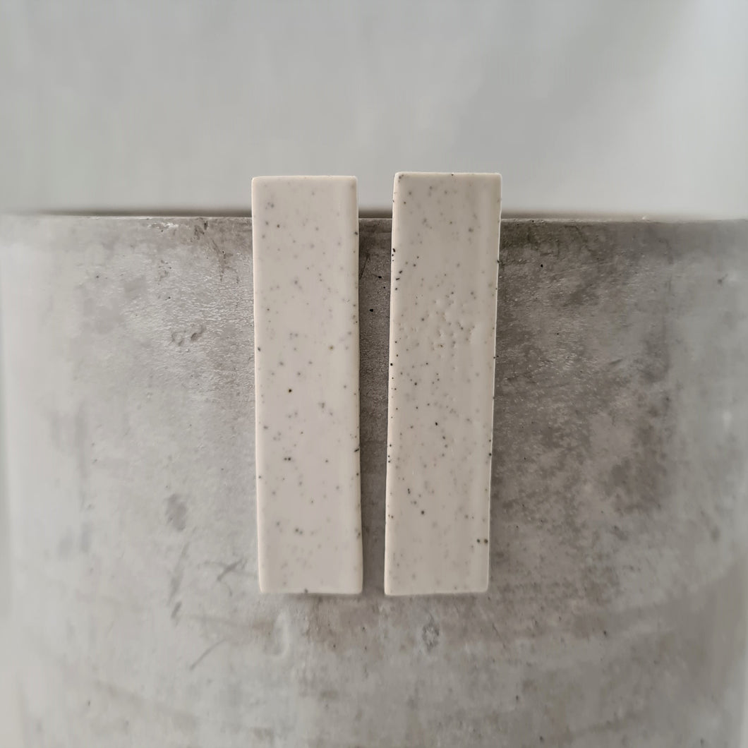 speckled clay | salt white glaze | long column | studs