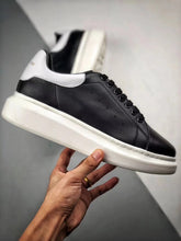 Load image into Gallery viewer, Oversized Sneaker - Black White