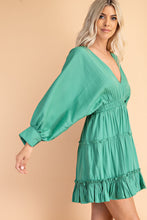 Load image into Gallery viewer, Kelly Green Balloon Sleeve Flowy Dress