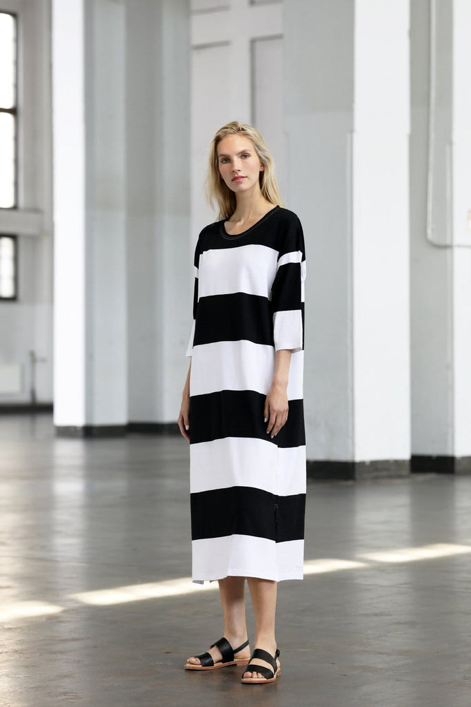 Ratia Adora Gown Black/White - Nordic Labels