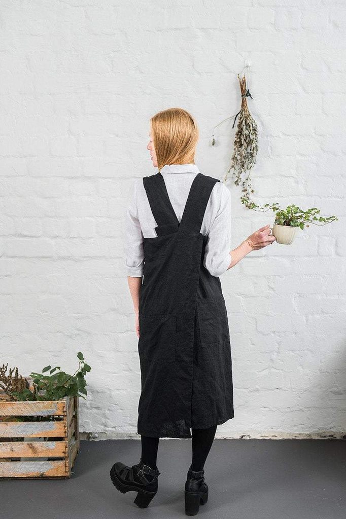 Linen Square Cross Apron Black - Nordic Labels