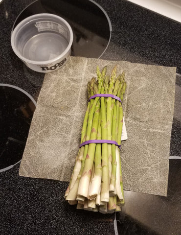 Asparagus bunch laying on a beeswax wrap