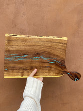 Load image into Gallery viewer, Mesquite cutting board with handle