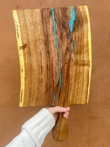 Live edge cutting board with handle