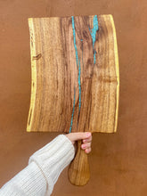 Load image into Gallery viewer, Live edge cutting board with handle