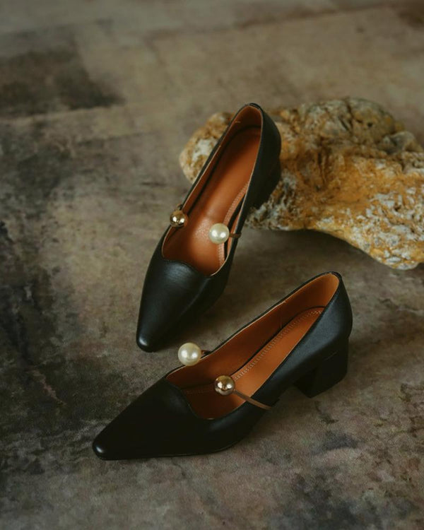 Solid Pointed-toe Leather Loafer