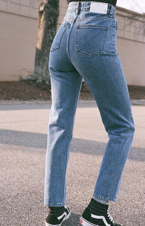 Amomento Regular Denim / Available in Deep Blue