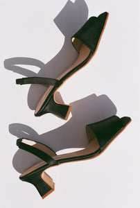 About Arianne Joan Slingback / Black