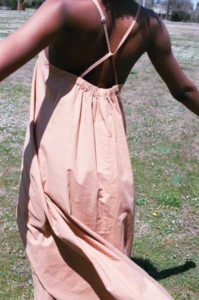 MICAELA GREG LOOP DRESS / CAMEL