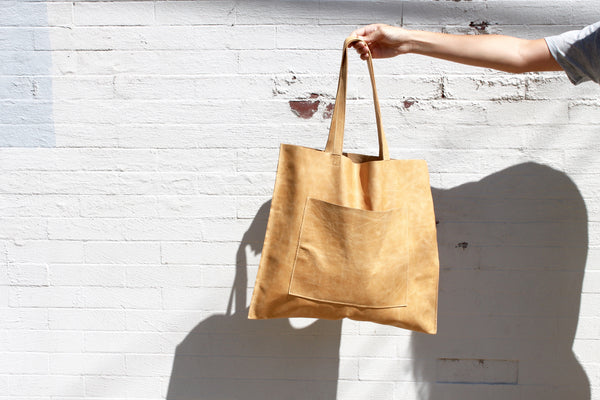 TOBACCO LEATHER POCKET TOTE