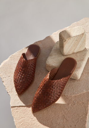 St. Agni Caio Woven Flat / Available in Antique Tan