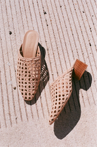 Lisa Says Gah Woven Lou Mule / Sand Suede