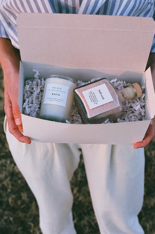 Na Nin Beauty Collection : 5oz Candle + Bath Soak Gift Box