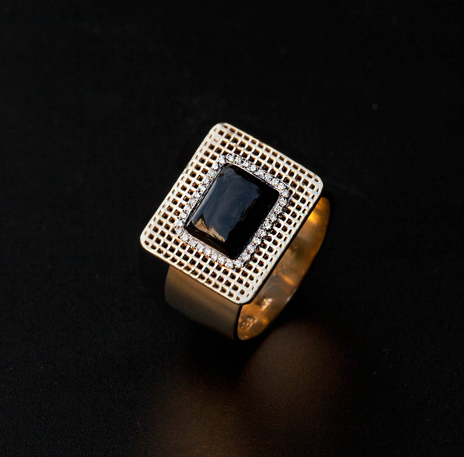 14K -  Unique Square Onyx Diamonds Ring