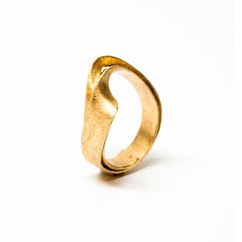<b>18k</b>-  2 straps Statement Ring