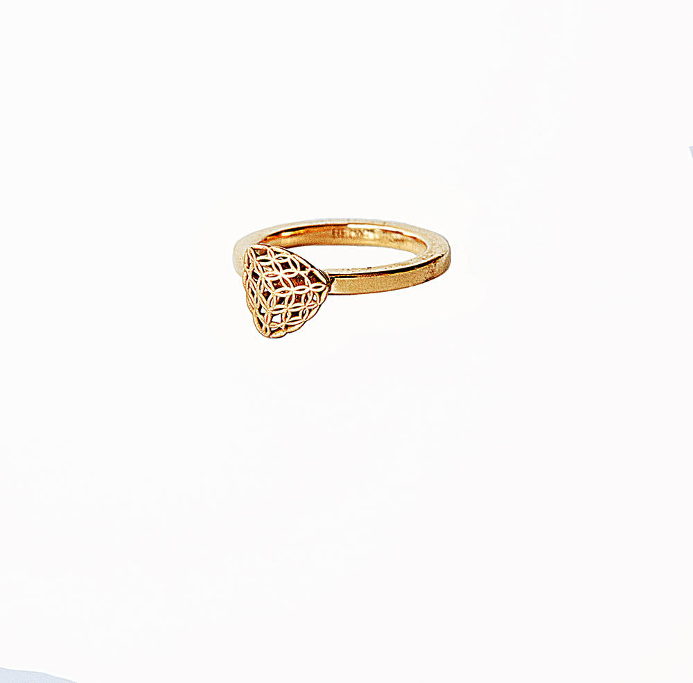 <b>18k</b>-  Diamond Shape TRIANGLE Ring