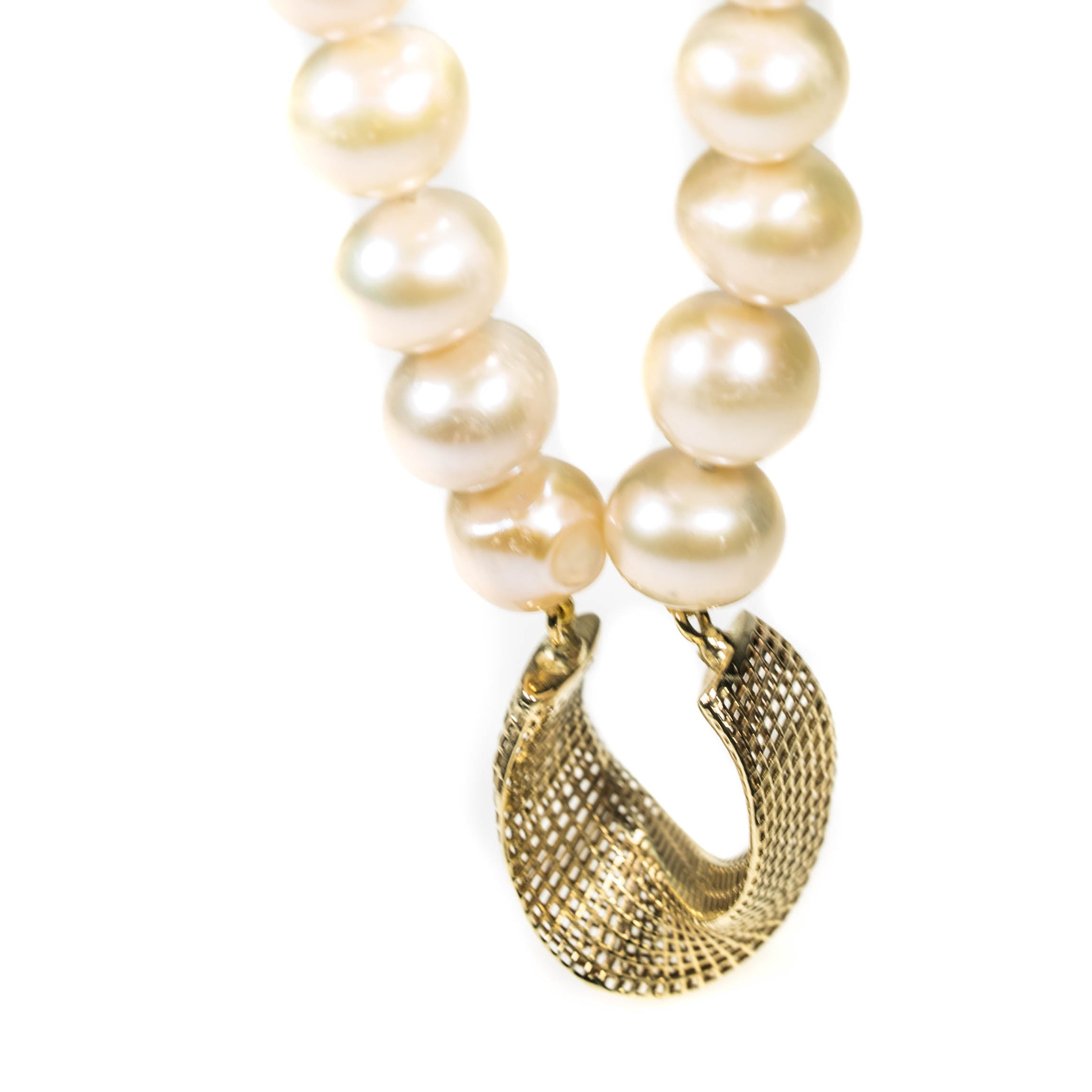 14K - Modern Freshwater Pearls Necklace - Net mobius center piece