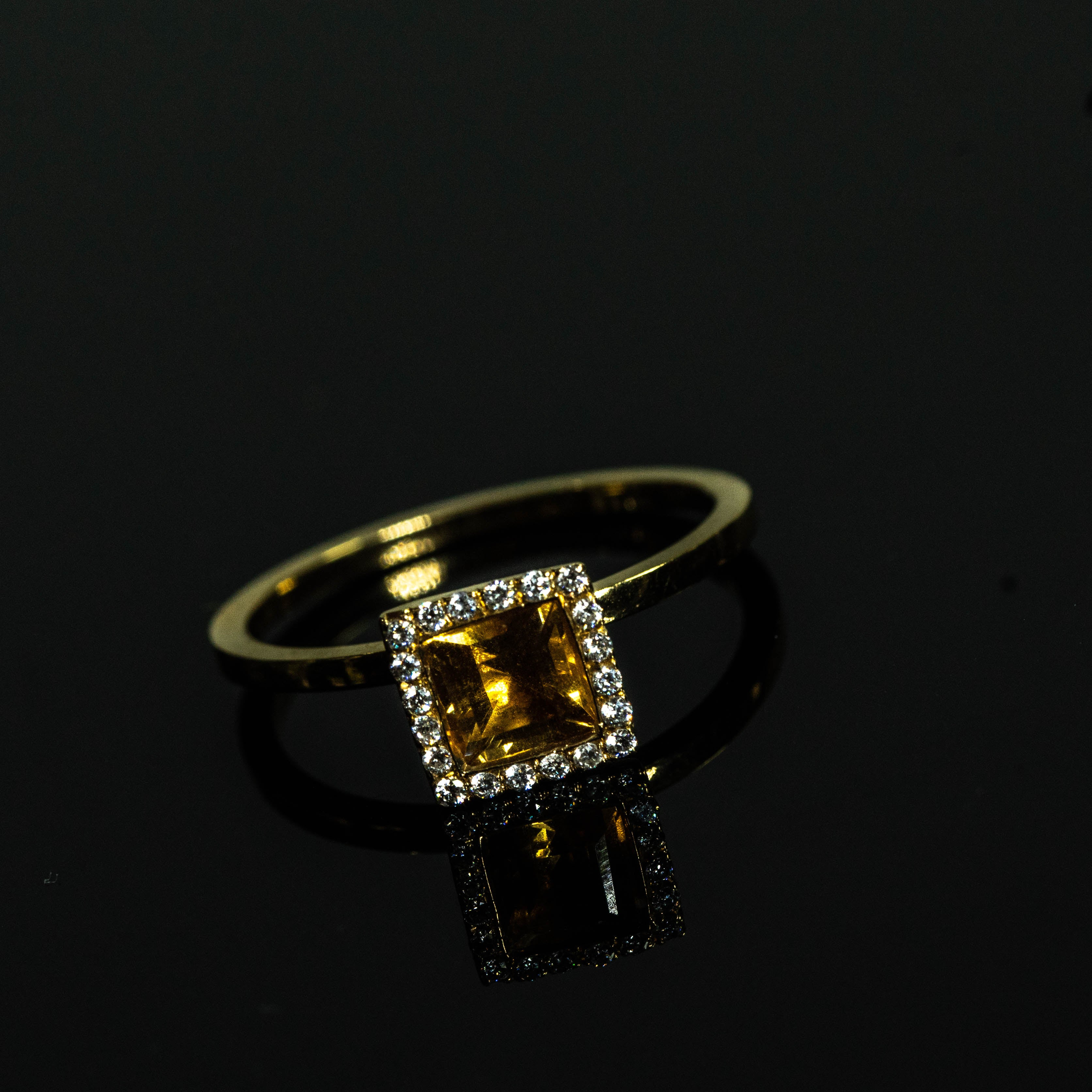 18K - Square Citrine solitaire Ring