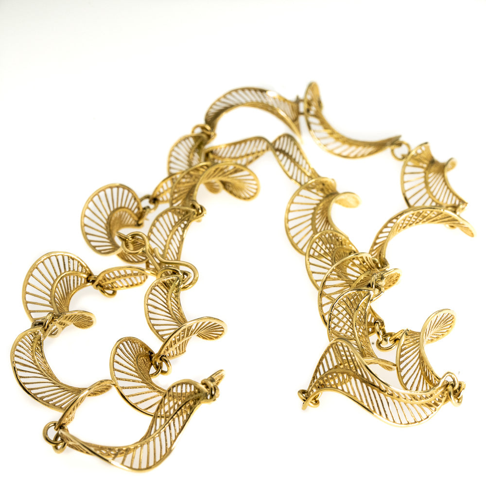 - <b>18k</b>Long Twisted Leaves Necklace