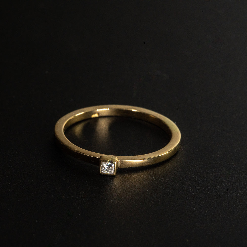 18KT  Yellow gold Princess Solitaire Diamond Ring