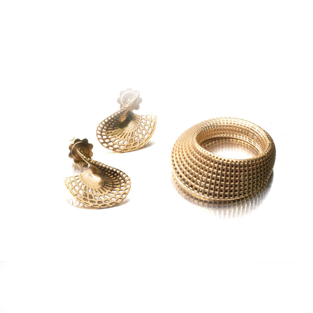 18 Karat Gold Stud Small Twisted Disk Earrings