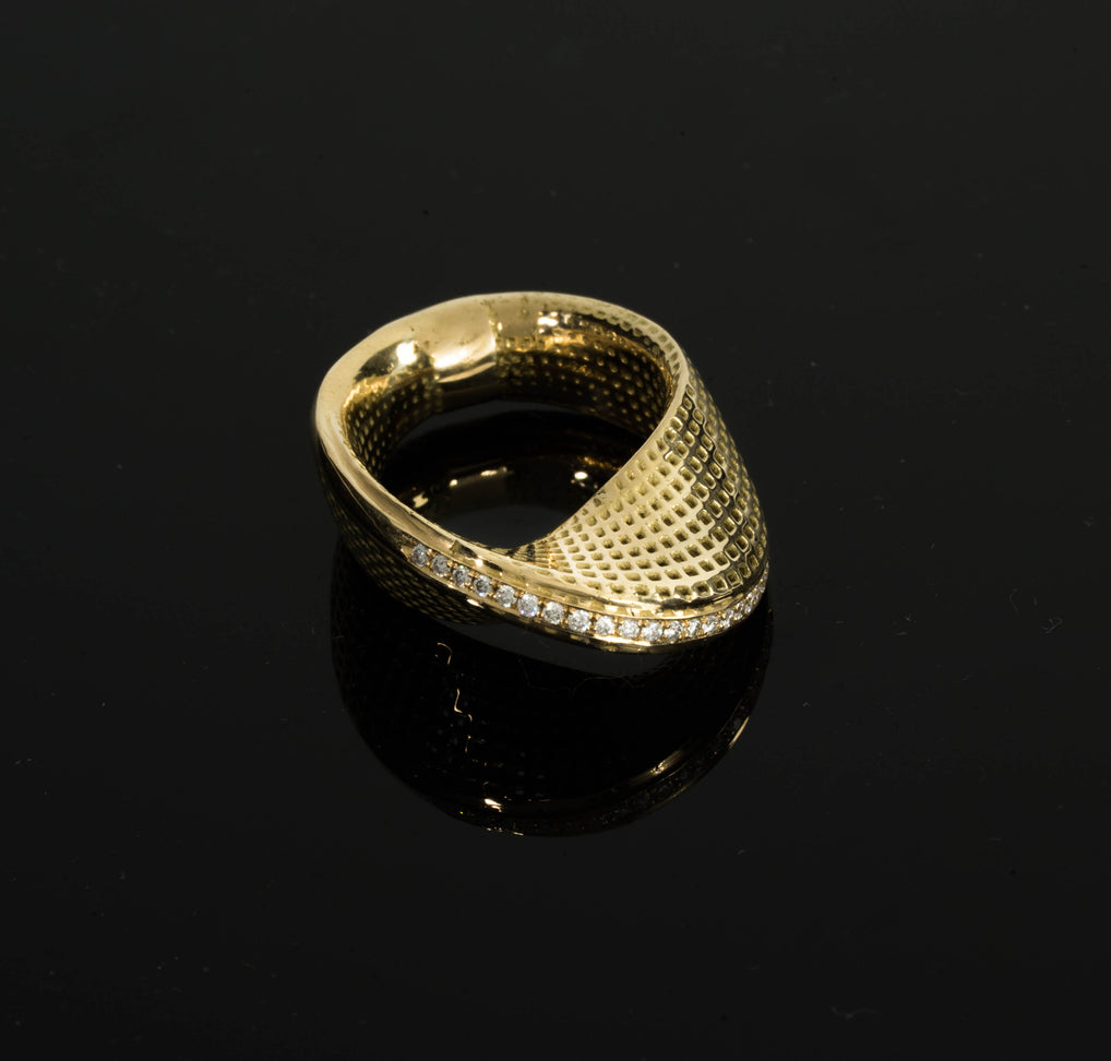 18K - Ring (Half Mobius #1) with Diamonds