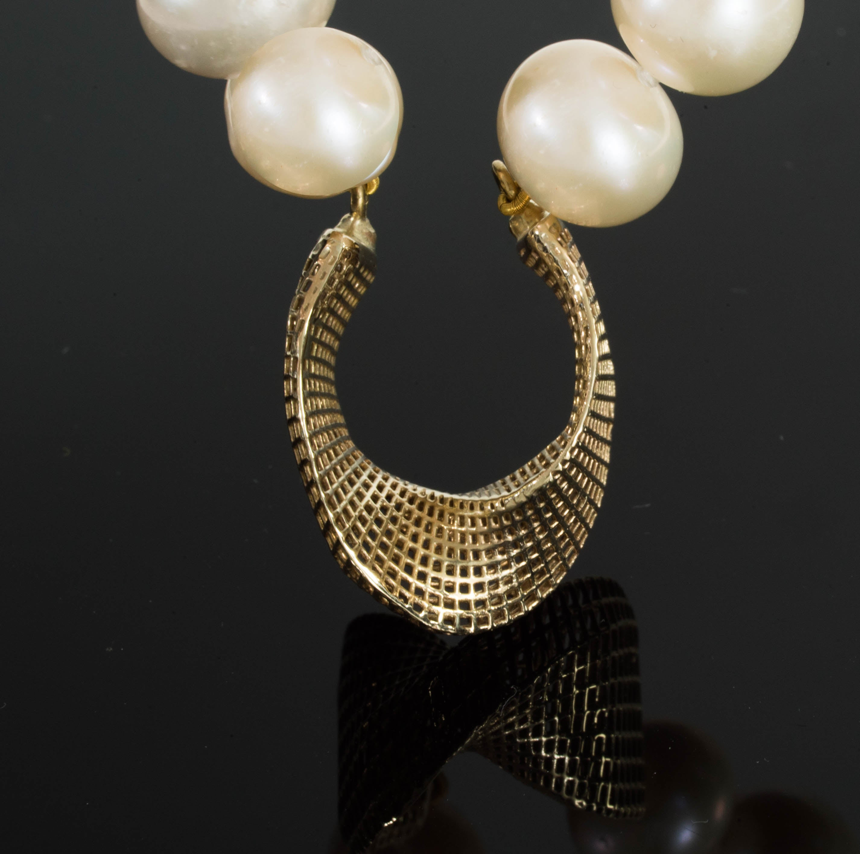 14K - Freshwater Pearls - mobius center piece