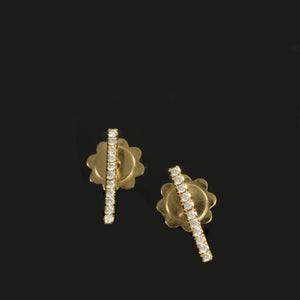 18 Karat Gold Bar Studs Earrings - 11 Diamonds