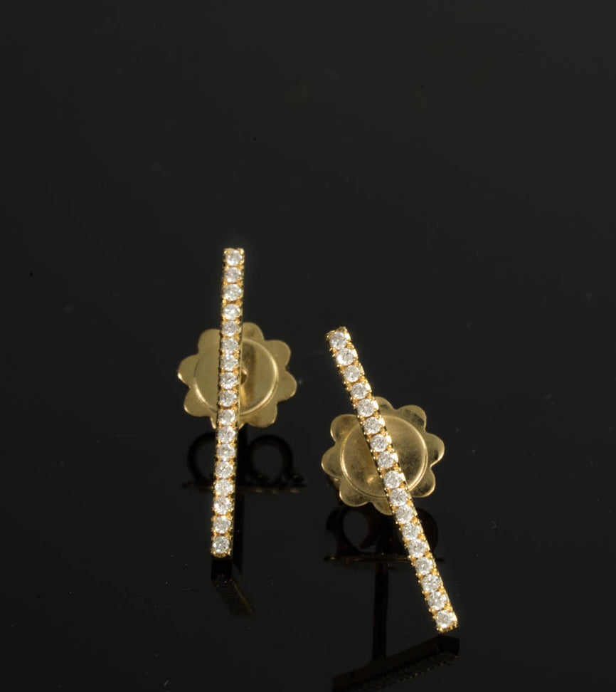 18K- Bar Studs Earrings 17 Diamonds