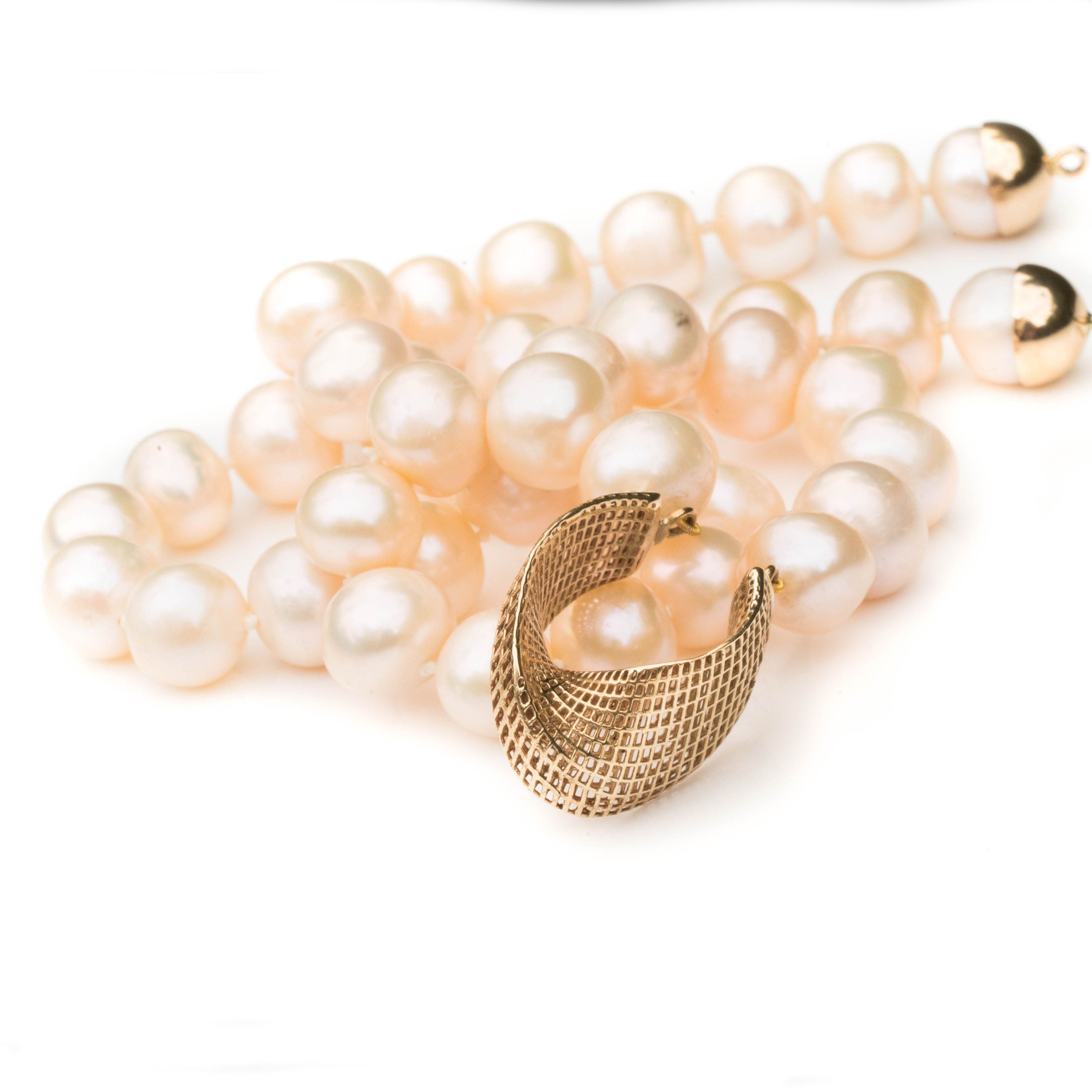 14K - Unique Freshwater Pearls Necklace - Net mobius center piece