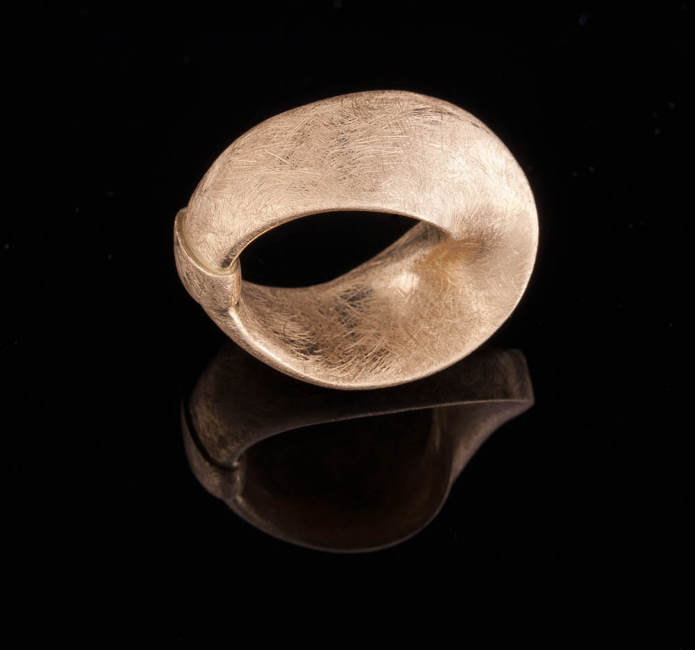 18K yellow gold - SOLID Mobius #1 statement Ring