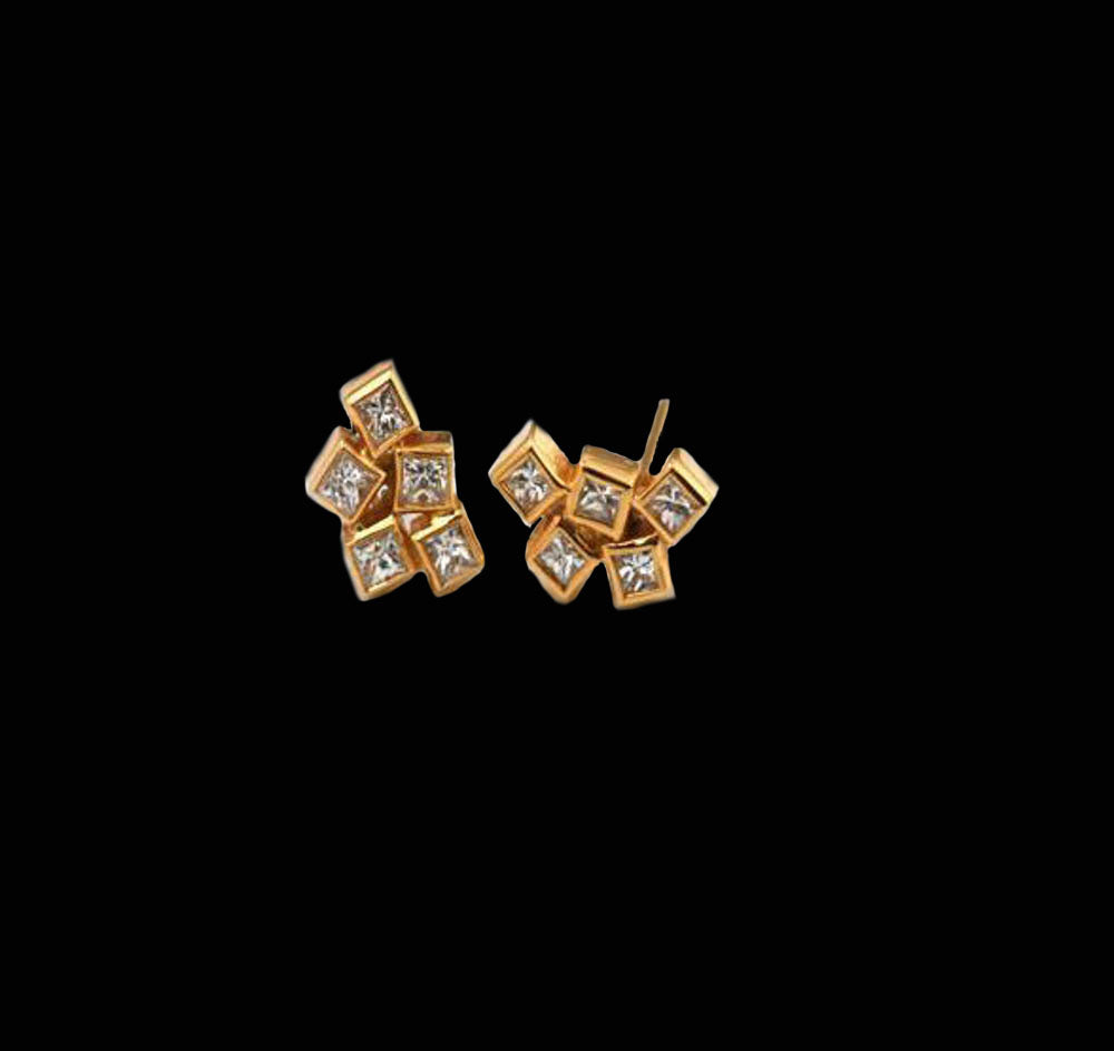18K- 5 cubes Diamonds Stud Earrings
