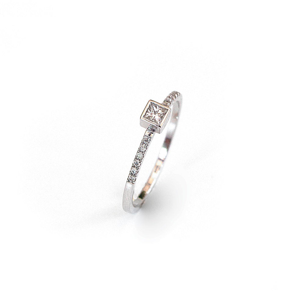 18K White Gold  Solitaire Diamond Ring