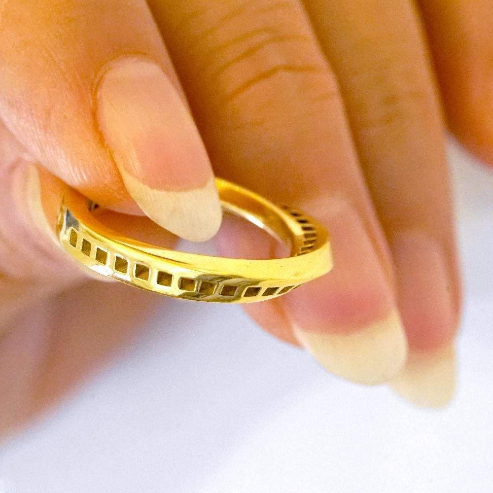<b>18k</b> - Windows Mobius Ring