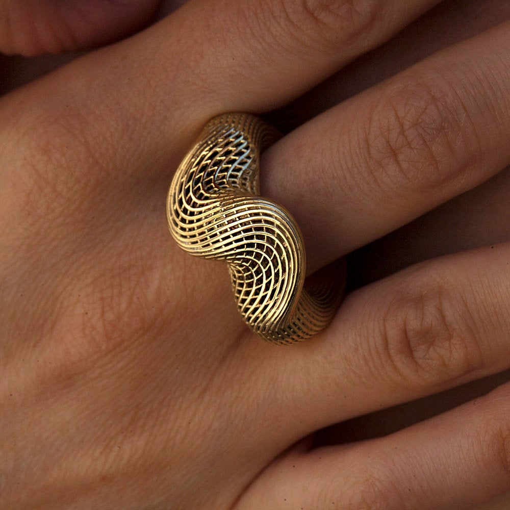 hand model wearing 18K yellow gold - Top Twisted Net unique Ring