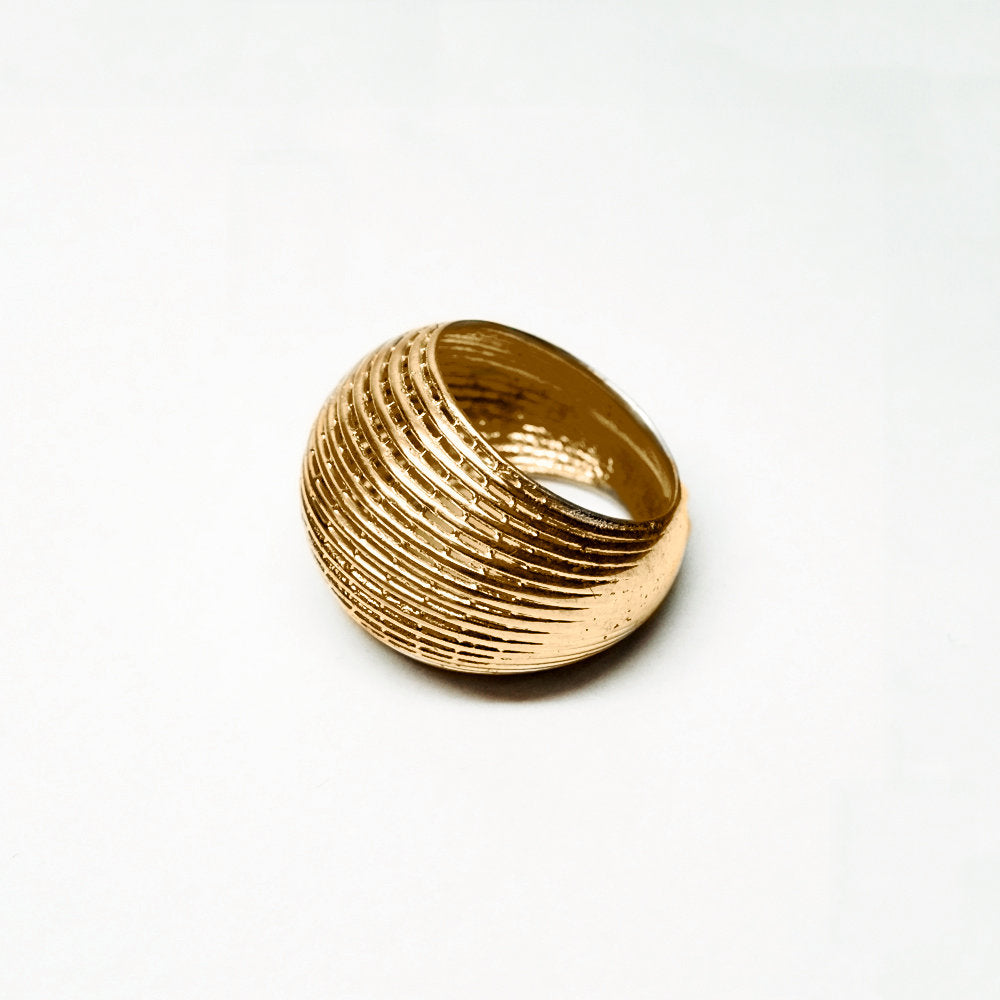 14k net ring in classic Bombe structure.