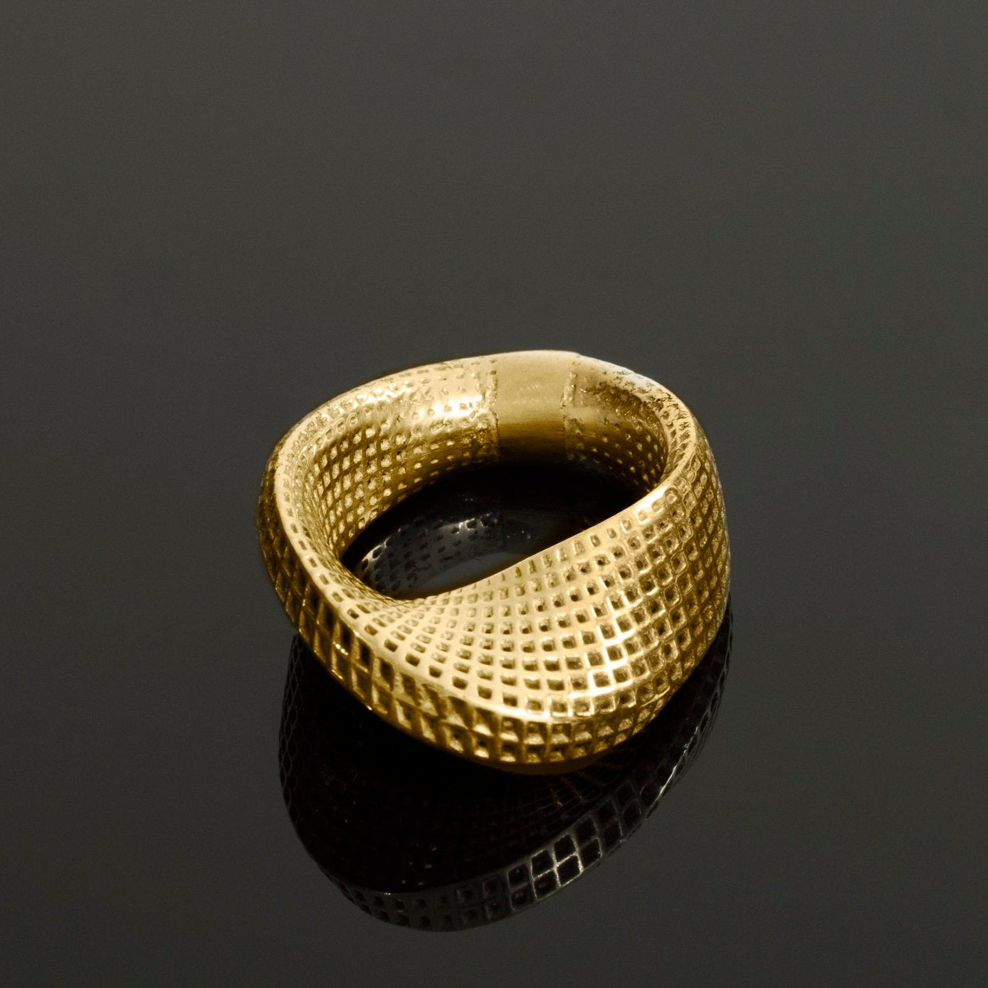 18K-  Slim Mobius #1 Ring