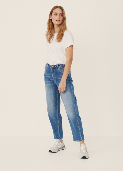 Part-Two-30305848-Helapw-High-Waisted-Light-Denim-Relaxed-Cropped-Jeans-Ribbon-Rouge-Ireland