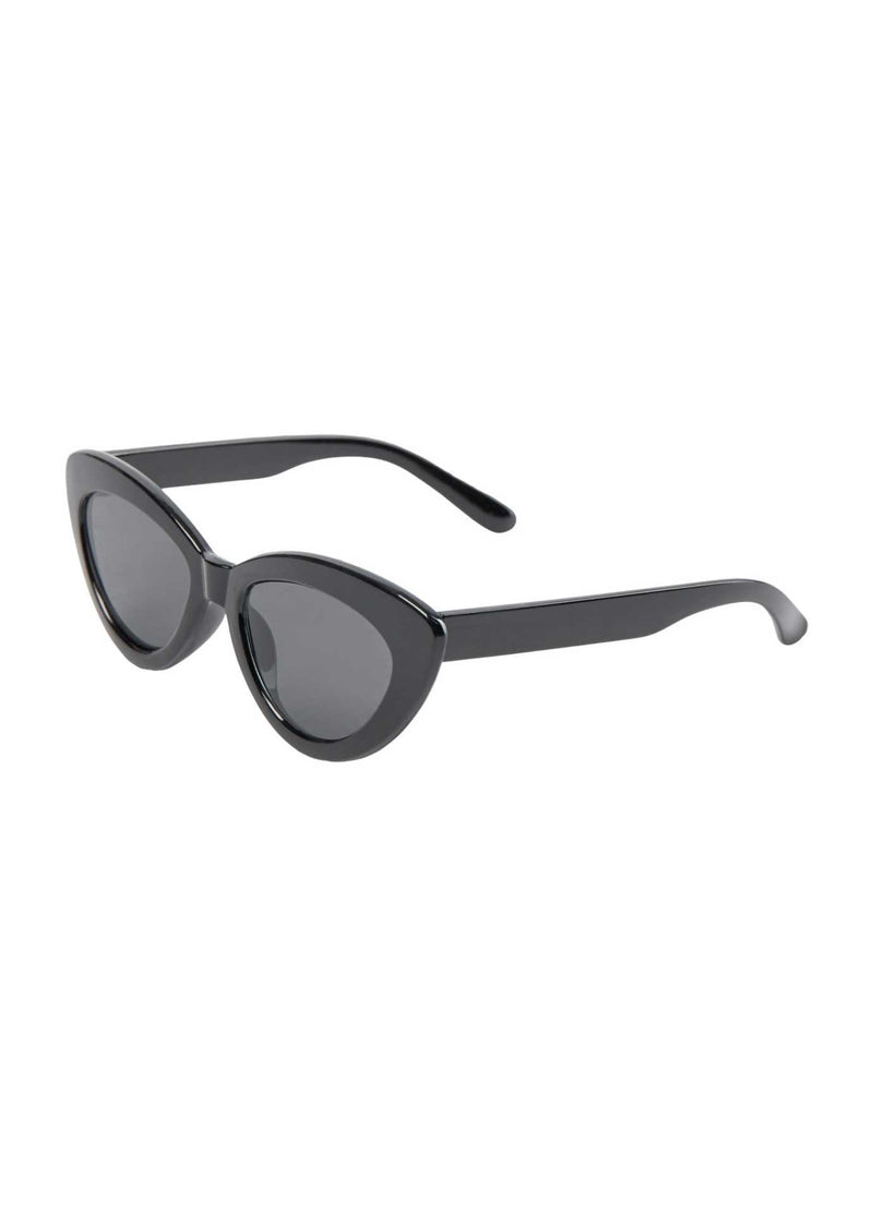 numph nusteffi 700240 womens sunglasses with cat eye black frame fashion