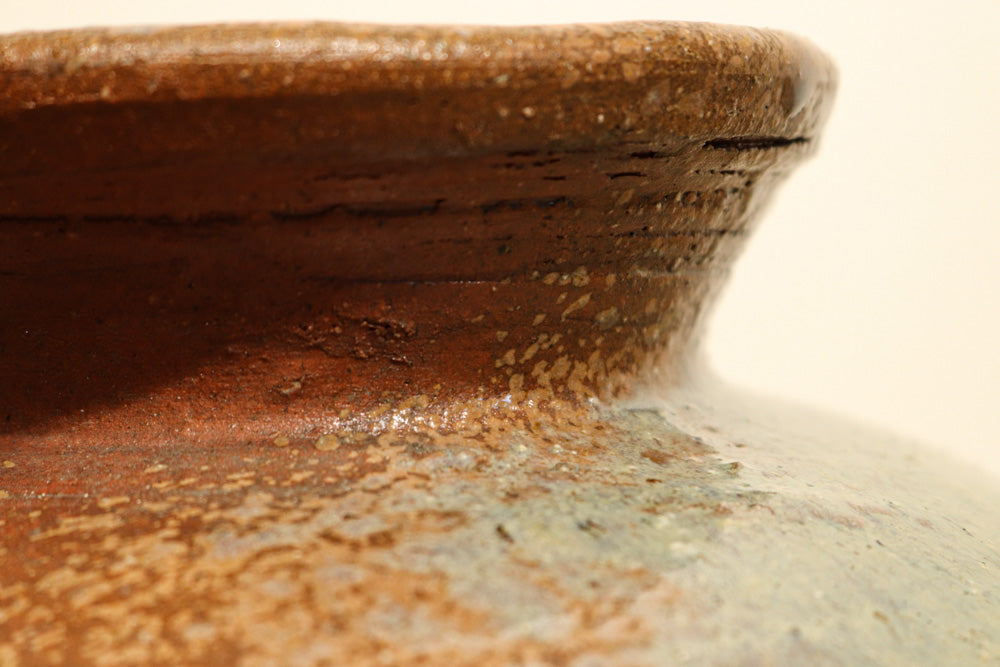 A bowl with a taste in the scattering of glazes DB7831