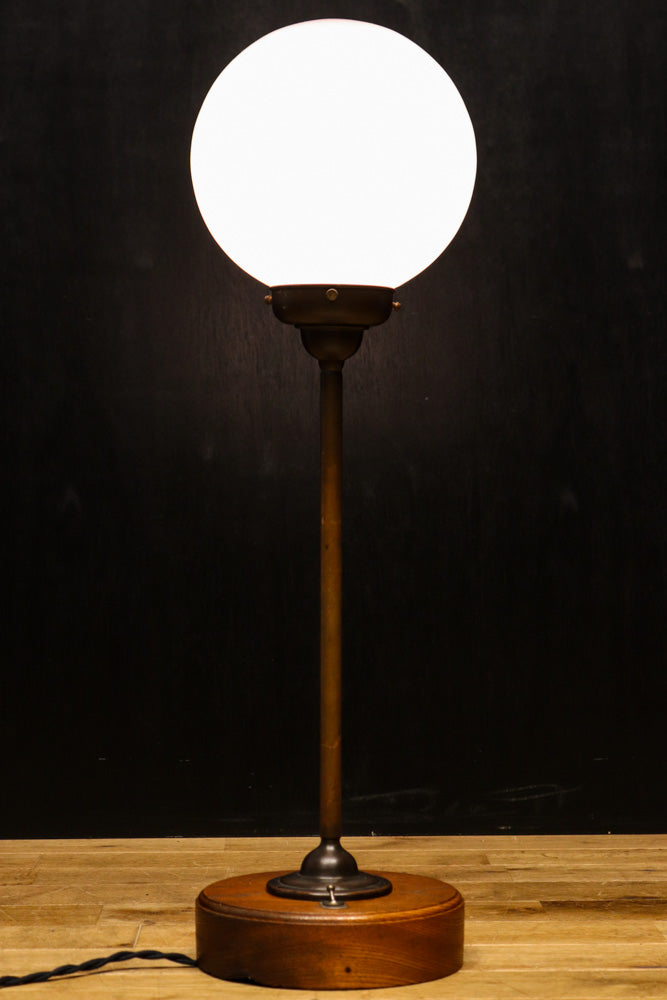 Spherical and gentle light-lit electric stand DB7900