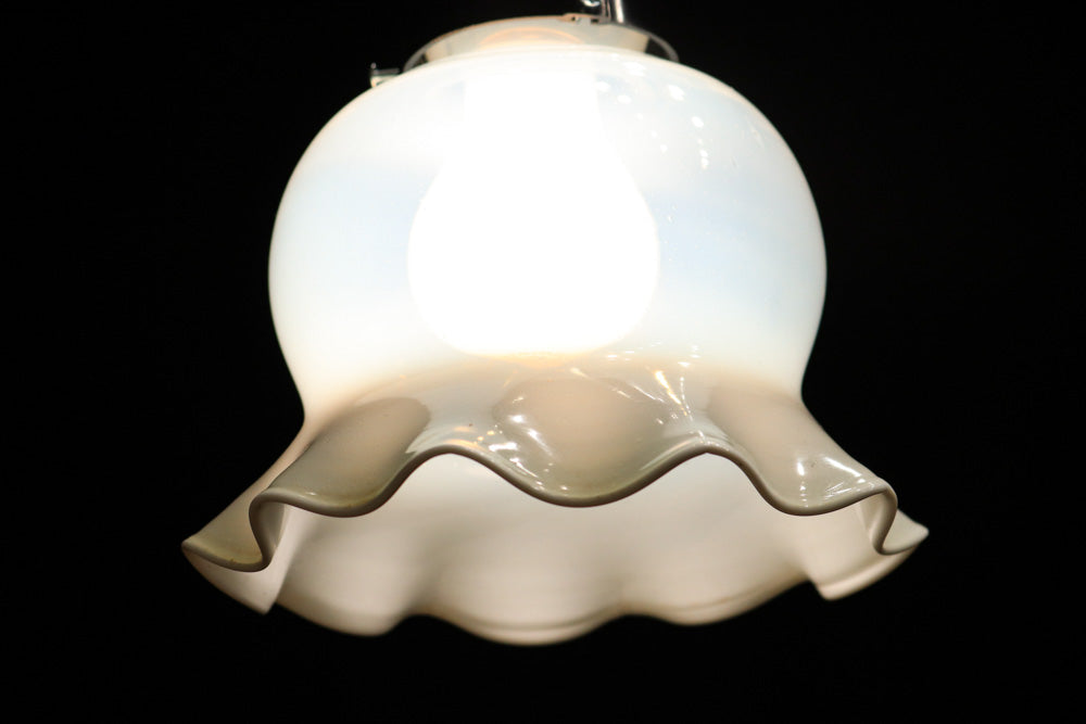 Electric shade DB8018 which is stylish with a light frill