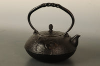 Iron kettle DB8104 with elaborate designs such as horses is attractive
