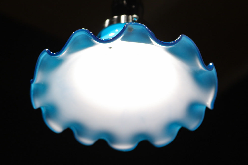 A ruffled electric kasa DB8168 that gently wraps the space in light blue