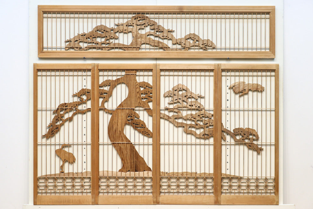 Two Tsuru cranes at the side of the pine tree, the border of the scenery and the Shoin set